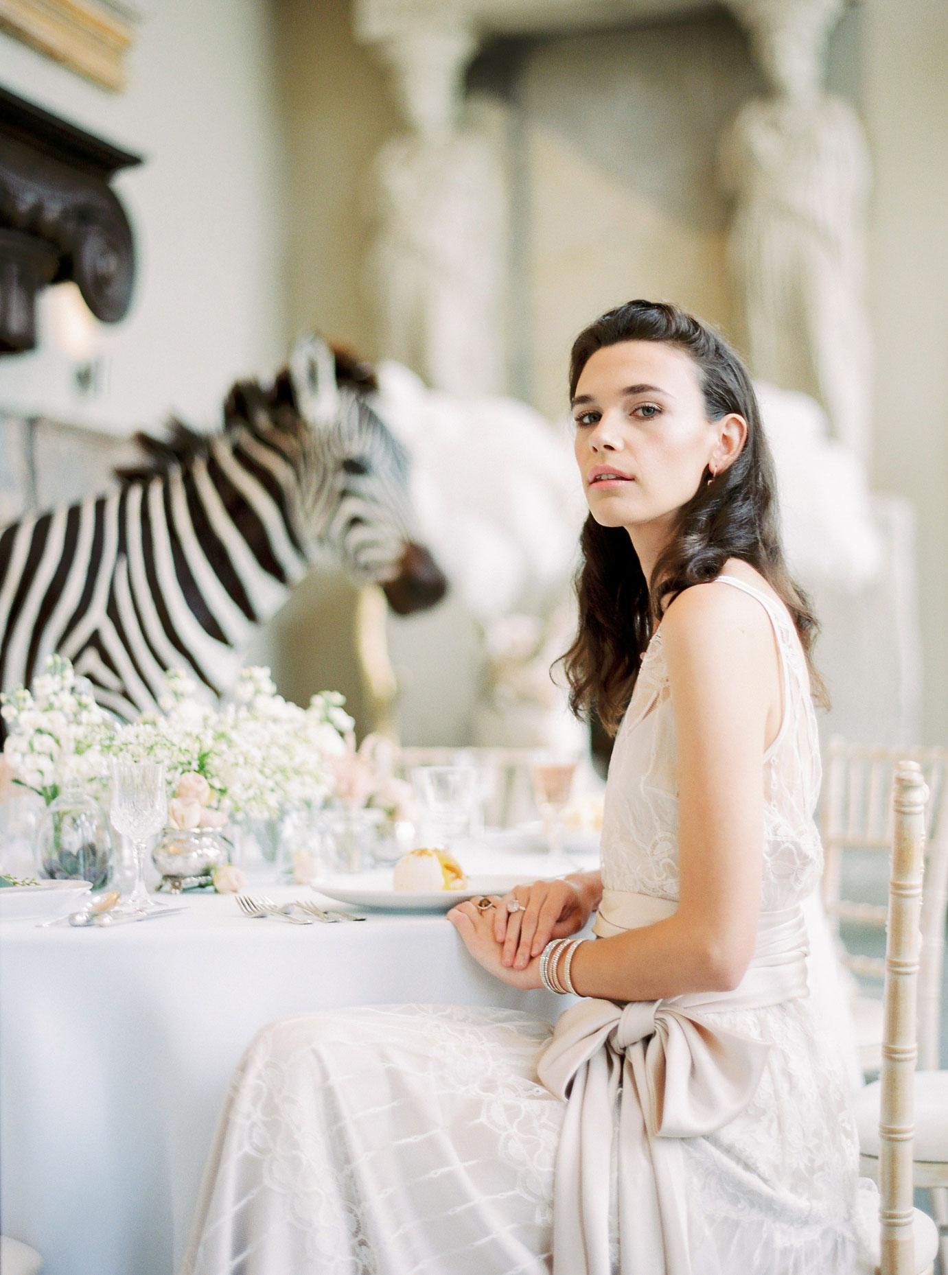 sarah-harper-floral-design-luxury-wedding-florist-flowers-oxfordshite-cotsworlds-gallery-Lucy_Davenport_Photography_Aynhoe_SpringSummer-023