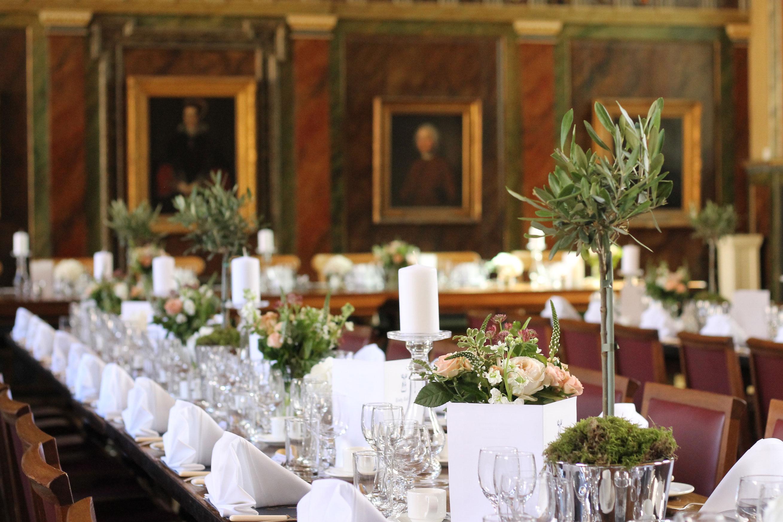 sarah-harper-floral-design-luxury-wedding-florist-flowers-oxfordshite-cotsworlds-gallery-crinkle-vases-and-olive-trees