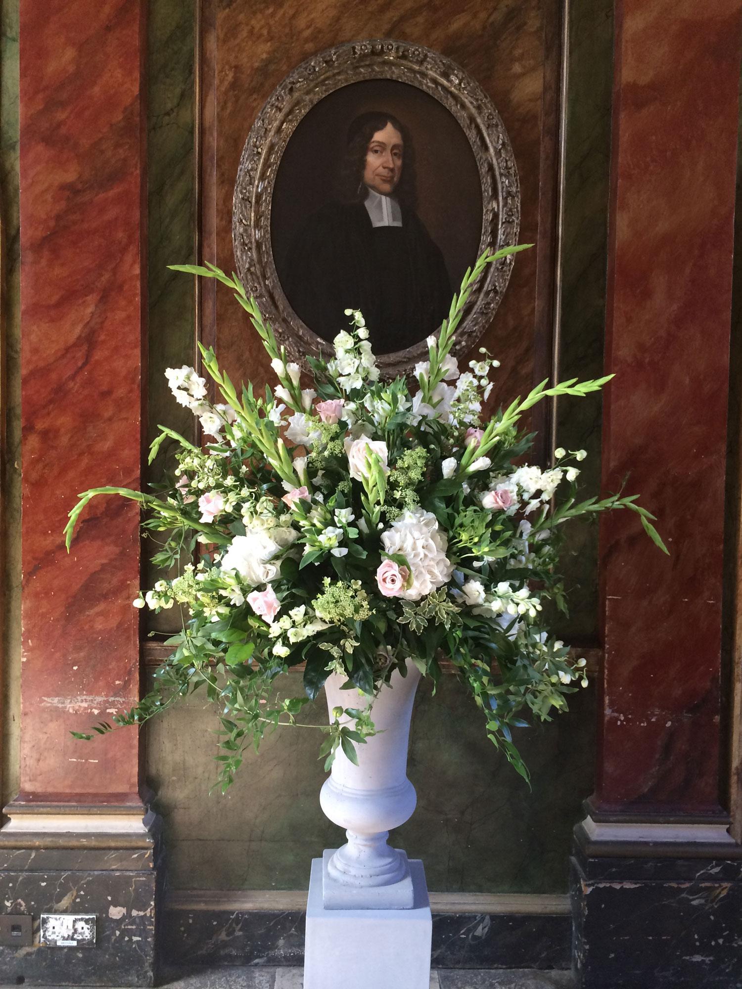 sarah-harper-floral-design-luxury-wedding-florist-flowers-oxfordshite-cotsworlds-gallery-urn-example--copy